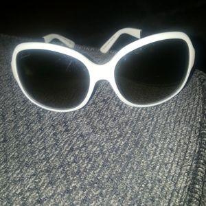 White gucci sunglasses